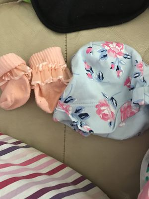 Bag of infant baby girl clothes sizes from 3-9 months for Sale in Detroit, MI