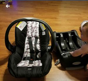 Infant car seat made by Graco for Sale in Nitro, WV