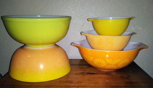 Vintage Pyrex lot.... There's quit a bit of ware on these bowls. Please see the provided pictures. for Sale in Oakley, CA