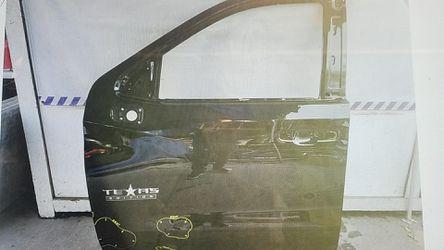Chevy SILVERADO left front door 2019 for Sale in South Gate,  CA
