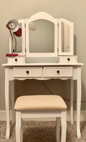 White Wooden Vanity Make Up Table and Stool Set for Sale in Rockville, MD