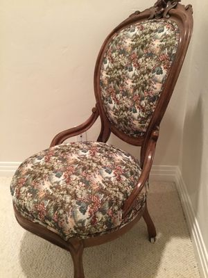 Antique chair. Excellent conditions for Sale in Las Vegas, NV