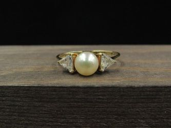 Size 7 10K Gold Pearl With Cubic Zirconia Accents Band Ring Vintage Estate Wedding Engagement Anniversary Gift Idea Beautiful Elegant Unique for Sale in Everett,  WA