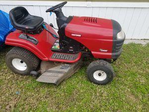 Se vende 2 tractores el negro ocupa la Banda de las cuchillas y el rojo funciona bien for Sale in Austin, TX