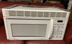 GE General Electric Spacemaker White Built In Microwave. (2 years old, great condition, We also have a matching Stove) for Sale in Bellevue, TN