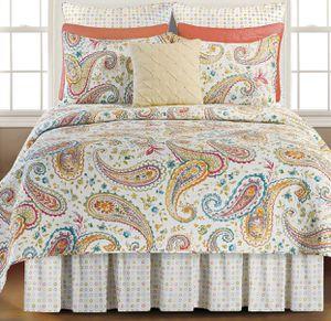 FULL/QUEEN 3-pc paisley floral print quilt set. 100% cotton. Machine washable. $40 for Sale in Bourbonnais, IL