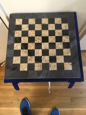 Chess onyx fossil marble it coming with box velvet 15 lbs brand new for Sale in Brooklyn, NY