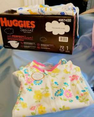 Size 1 huggies and 5 sets of 0-3 month clothes! for Sale in Austin, TX