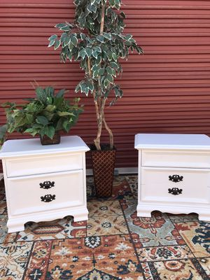24w 16d 24h beautiful elegant white nightstands for Sale in Lake Elsinore, CA
