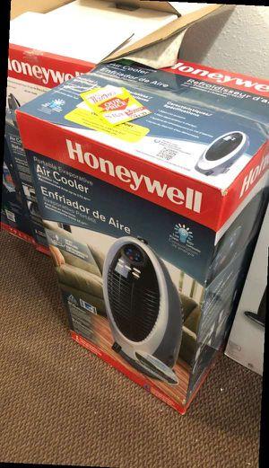 Honeywell fan AQ3W for Sale in Commerce, CA