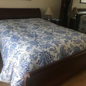 Beautiful Queen Bed Frame With Mattress And Box Spring ☝️the First Person Give Me $200 Right Now For Everything for Sale in Santa Ana, CA