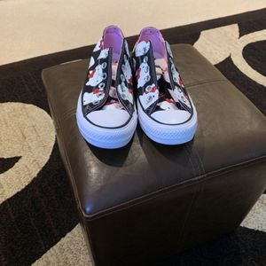 Hello kitty Converse 6.5 for Sale in Jurupa Valley, CA