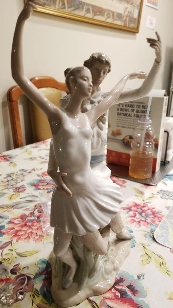 Lladro Ballerina figurine