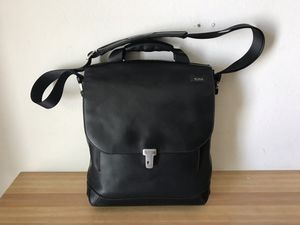 Authentic Tumi 2949D Formula black leather laptop messenger bag strap and key for Sale in Tempe, AZ