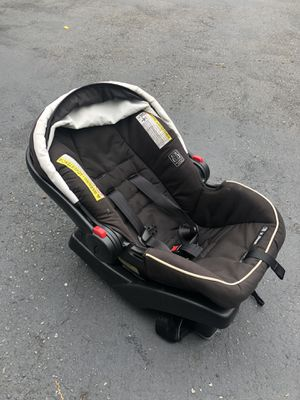 Graco infant car seat for Sale in Poulsbo, WA