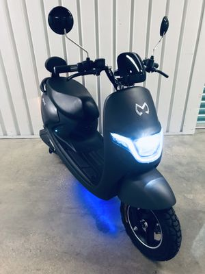New 2019 Emotive electric Scooter - Fast! No driver's license required! for Sale in Miami Beach, FL