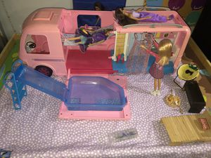Barbie camper complete w/extra pieces plus 4 barbies for Sale in Buena Park, CA