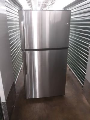 Stailess still refrigerator 33 inch open box for Sale in Englewood Cliffs, NJ
