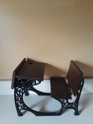 American Girl Doll - Samamtha's School Desk (retired) - Iron and Wood for Sale in Flossmoor, IL
