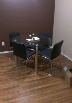 Used Elegant round glass dining table for Sale in Goodyear, AZ