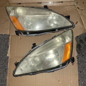 Honda Accord Headlights 05 for Sale in Hialeah, FL