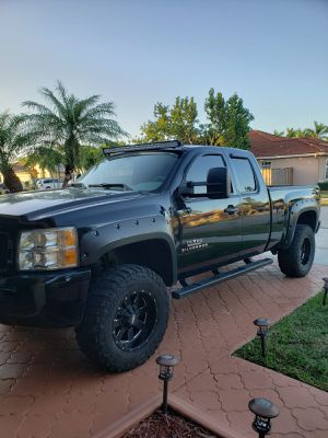 Camión Chevy Silverado 1500. Motor 4.8. 2011. 186000 millas for Sale in Miami, FL