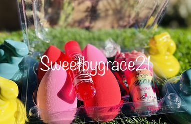 Limited Edition Easter Beauty Blender With Lipgloss Or Lip Balm for Sale in Lake Elsinore,  CA