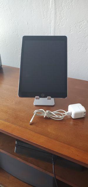 iPad Pro 9.7 32gb w/cellular for Sale in San Diego, CA