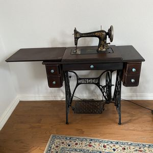 Singer Sewing Machine for Sale in Frisco, TX