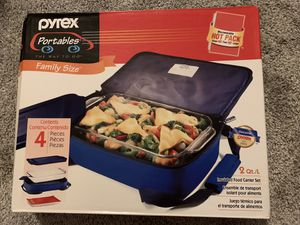 Pyrex portable 4 piece set with hot pack for Sale in Glen Burnie, MD