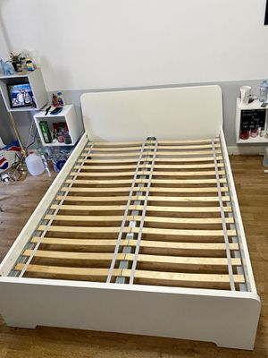 Twin bed frame for Sale in Hialeah, FL