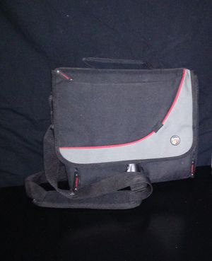 Targus Carrying LapTop Case with Shoulder Strap.. for Sale in San Antonio, TX