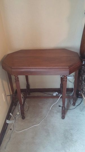 Antique end table for Sale in Asbury, IA