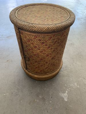 Wicker end table for Sale in Tampa, FL