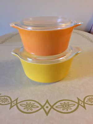Pyrex casserole dishes with lids for Sale in Portland, OR