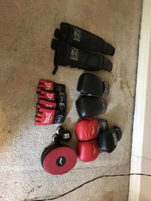 Boxing gloves / ufc / MMA stuff for Sale in Houston, TX