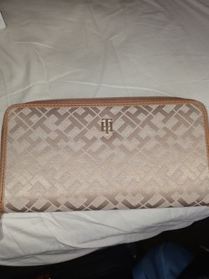 Tommy Wallet for Sale in Cleveland, OH