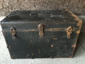 Antique flat top steamer chest 1900's very cool for Sale in Dublin, OH