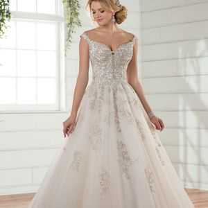 OFF-THE-SHOULDER PRINCESS WEDDING GOWN DRESS for Sale in Dearborn, MI