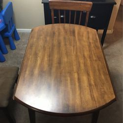 Dining Room Table With 4 Chairs for Sale in Glendale,  AZ