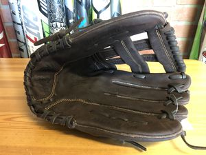 """Rawlings Player Pref. 13"""" glove for Sale in Annandale, VA"""