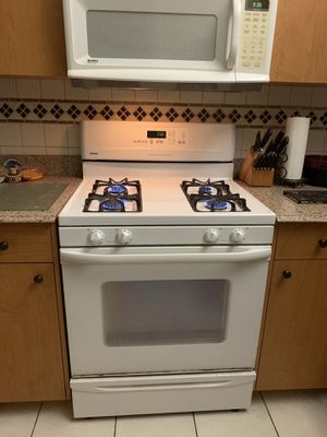 Gas range and microwave for Sale in Sarasota, FL