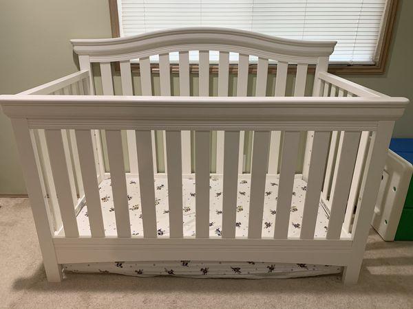 Delta Bennington multi stage crib (mattress not included)