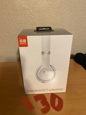 Beats solo 3 wireless satin silver for Sale in Pico Rivera, CA