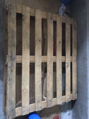 Free— wooden pallet for Sale in Tustin, CA