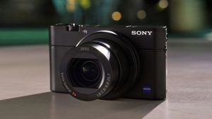 SONY Cyber-shot DSC-RC100 III Digital camera (Only one year used) for Sale in San Jose, CA