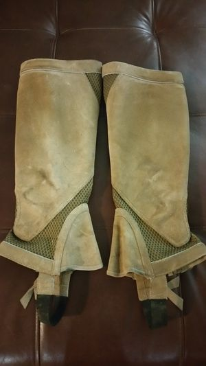 ARIAT BROWN SUEDE LEATHER HALF CHAPS, LG, GREAT CONDITION for Sale in Hampton, VA