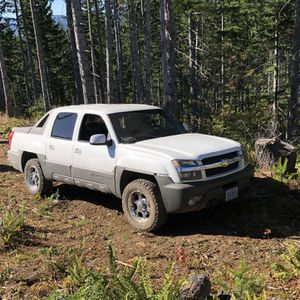 2002 Chevy Avalanche for Sale in Aurora, OR