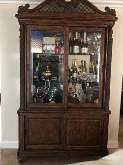 Beautiful Curio Cabinet - Bassett Furniture for Sale in Westminster,  CA