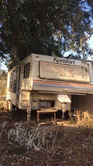 Camper Trailer Rv Fifth Wheel for Sale in Fresno, CA